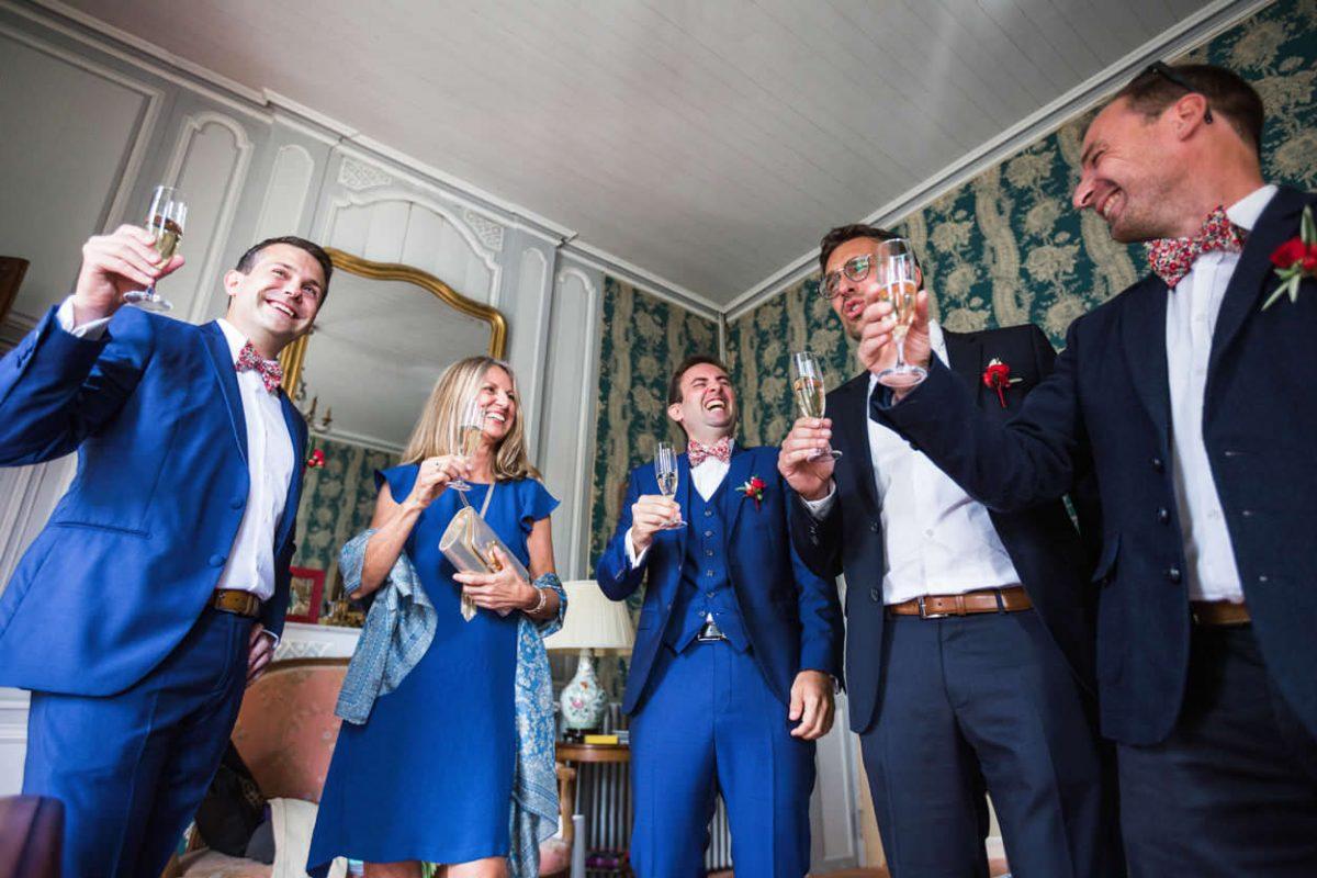 Champagne entre amis Château de Guilguiffin
